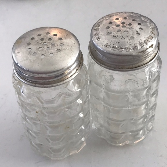 Anchor Hocking Salt Peppers Shakers